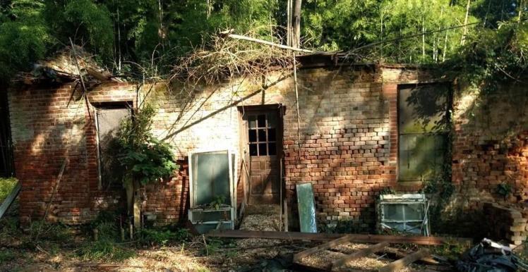 521 henry street eden brick house.jpg