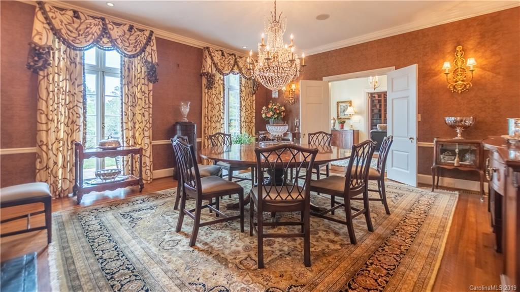 boxwood dining room