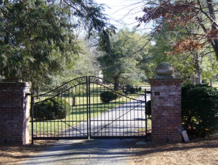 Boxwood Lodge gates 2008.jpg