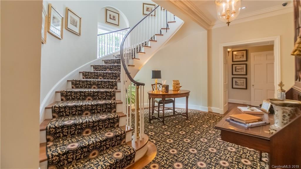 boxwood staircase.jpg